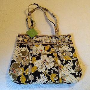 Holiday Tote in Dogwood